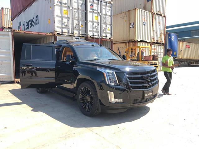 Chuyên cơ mặt đất Cadillac Escalade độ Lexani hàng độc, gắn TV 48 inch lên đường về Việt Nam - Ảnh 1.