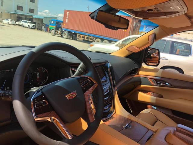 Chuyên cơ mặt đất Cadillac Escalade độ Lexani hàng độc, gắn TV 48 inch lên đường về Việt Nam - Ảnh 8.