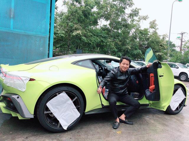 Bộ sưu tập xe khủng hàng độc của đại gia sở hữu Aston Martin V8 Vantage 2018 đầu tiên Việt Nam - Ảnh 1.