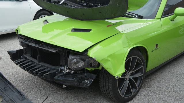 4 cậu nhóc đột nhập vào đại lý siêu xe chơi xe đụng, thiệt hại gần 1 triệu USD