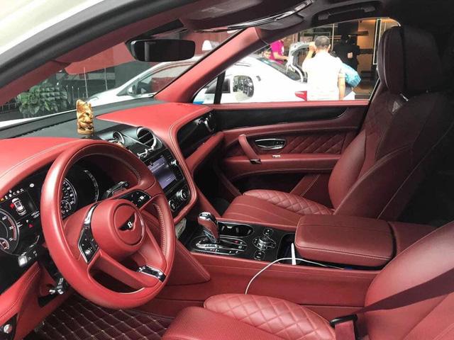 Bentley Bentayga bán lại chỉ hơn 8 tỷ đồng dù kỳ công độ Mansory, body carbon fiber - Ảnh 6.
