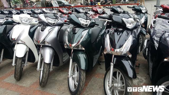 Sau Tết, giá xe Honda SH vẫn cao ngất ngưởng - Ảnh 1.