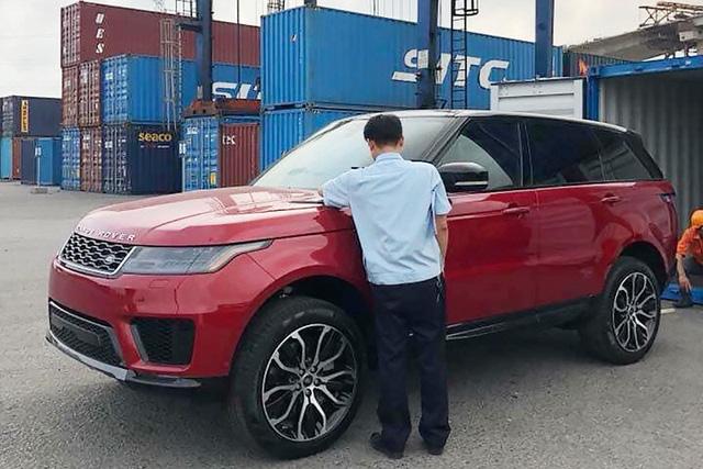 Range Rover Sport 2019 chính hãng có giá từ hơn 4,7 tỷ đồng, rẻ hơn xe nhập tư nhưng người mua phải đánh đổi một điều - Ảnh 1.