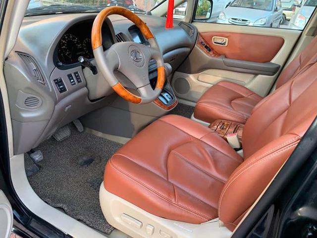 Rẻ hơn Kia Morning cả chục triệu, có nên mua Lexus RX300 cũ? - Ảnh 4.