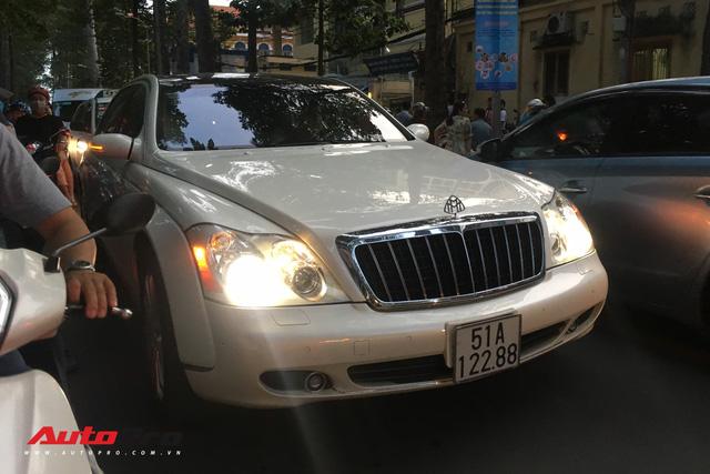 Maybach 62S màu trắng hàng hiếm thuộc bộ sưu tập hầm gửi xe triệu đô - Ảnh 7.