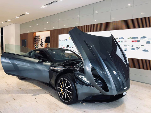 Aston Martin DB11 V8 đầu tiên tại Việt Nam về tay đại gia Vũng Tàu sở hữu Lamborghini và Ferrari - Ảnh 1.
