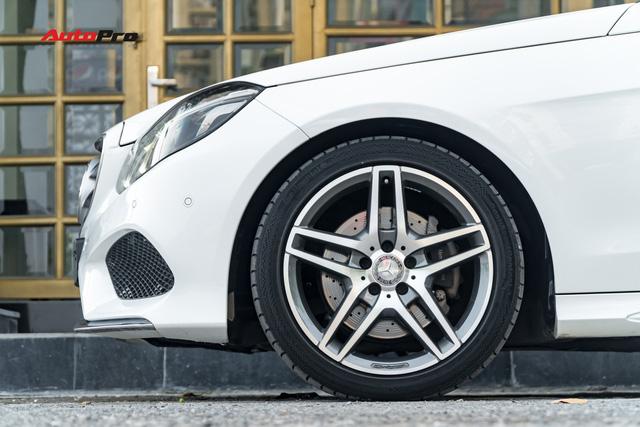 Nếu không chờ được Mercedes-Benz C-Class 2019, hãy mua chiếc E-Class này vì giá của chúng bằng nhau - Ảnh 4.
