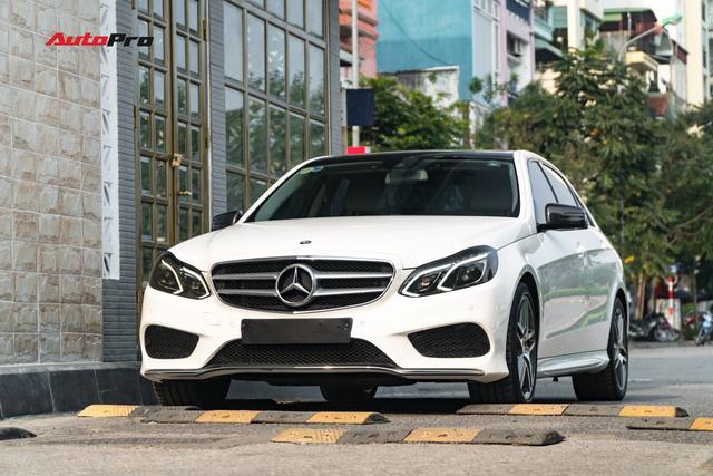 Nếu không chờ được Mercedes-Benz C-Class 2019, hãy mua chiếc E-Class này vì giá của chúng bằng nhau - Ảnh 1.