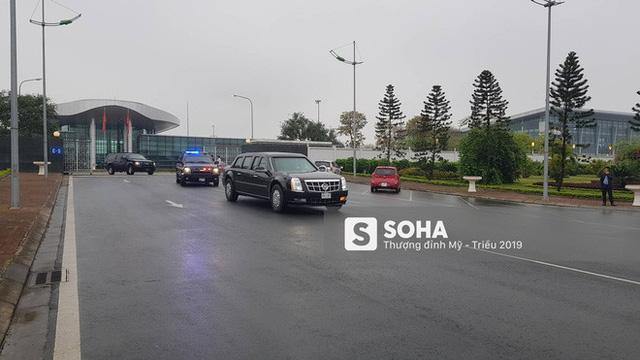[ẢNH] Chuyên xa The Beast của TT Trump cùng dàn xe đặc chủng hầm hố trên đường phố Hà Nội - Ảnh 2.