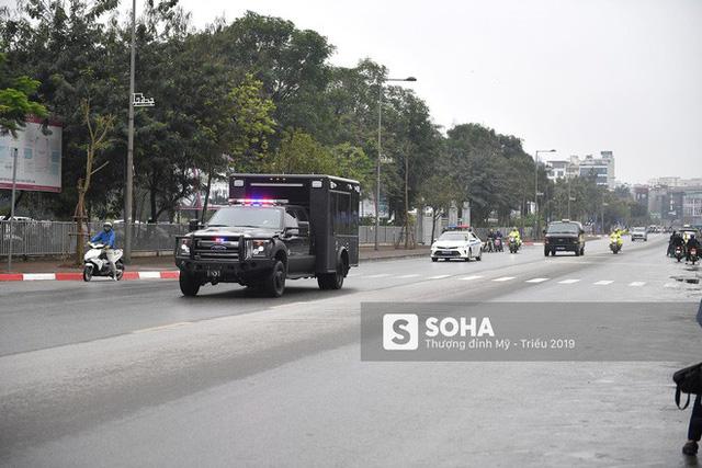 [ẢNH] Chuyên xa The Beast của TT Trump cùng dàn xe đặc chủng hầm hố trên đường phố Hà Nội - Ảnh 12.