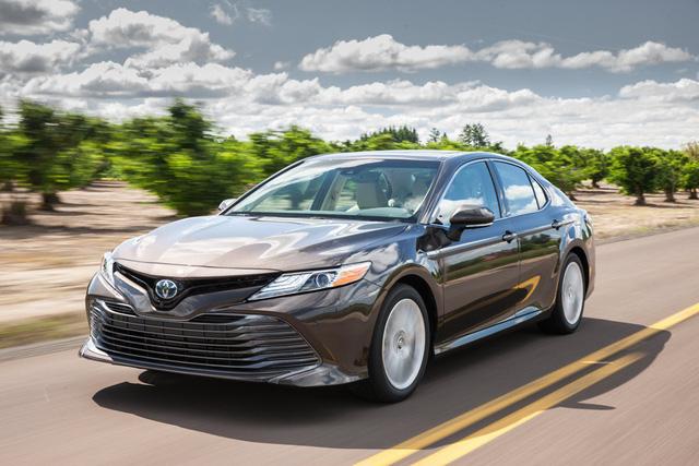 Toyota Camry đời mới độ JDM: Đã đẹp nay còn chất như Lexus - Ảnh 1.