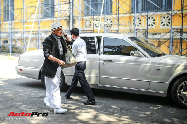 Có hơn 100 xe khủng nhưng đây là chiếc được ông Đặng Lê Nguyên Vũ sử dụng để tới tòa giải quyết vụ ly hôn lịch sử - Ảnh 1.