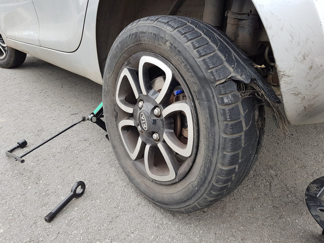 Chia sẻ vụ nổ lốp trên cao tốc Hà Nội - Thái Nguyên, chủ xe Kia Morning nhận cái kết 'muối mặt' vì chi tiết này - Ảnh 1.