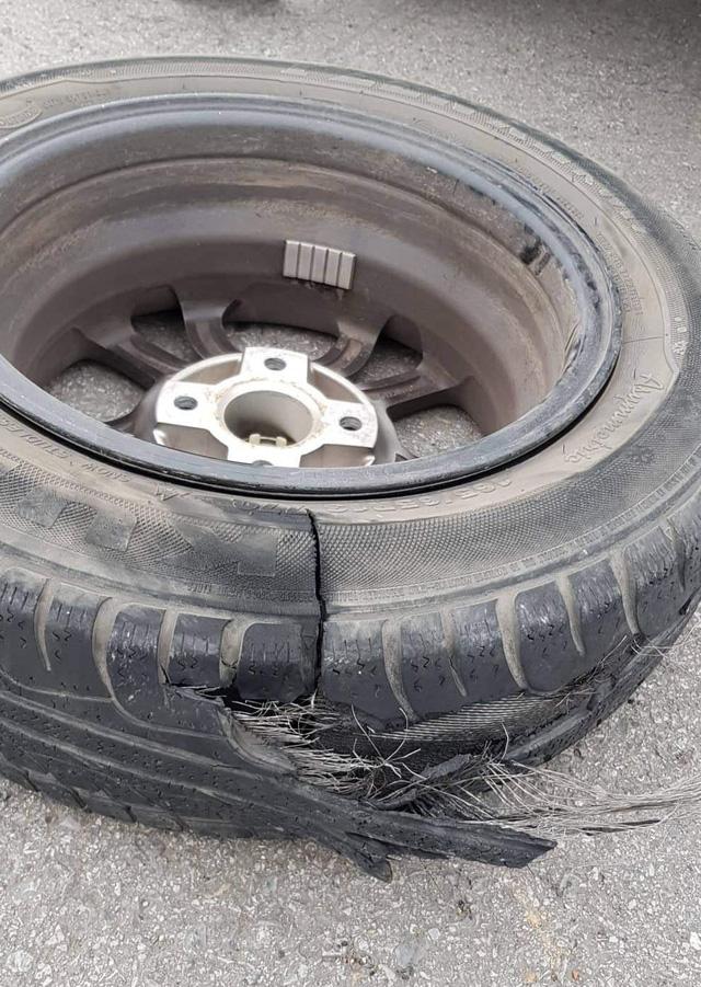 Chia sẻ vụ nổ lốp trên cao tốc Hà Nội - Thái Nguyên, chủ xe Kia Morning nhận cái kết 'muối mặt' vì chi tiết này - Ảnh 2.