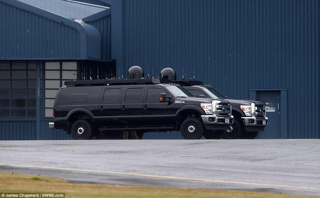 Chiếc Ford 4 khoang kỳ lạ xuất hiện sau 'quái vật' của Donald Trump tại Hà Nội: Tưởng SUV nhưng thực tế ngỡ ngàng - Ảnh 3.