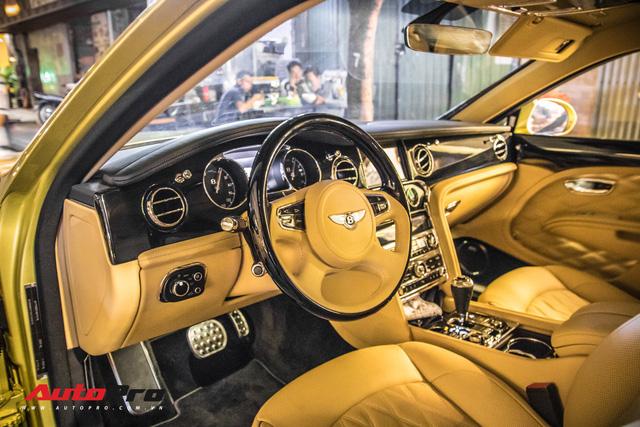 Ông chủ Đại Nam chi hơn 50 tỷ đồng mua Bentley Mulsanne EWB màu siêu độc tặng vợ dịp Tết - Ảnh 13.