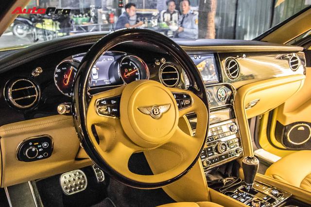 Ông chủ Đại Nam chi hơn 50 tỷ đồng mua Bentley Mulsanne EWB màu siêu độc tặng vợ dịp Tết - Ảnh 15.