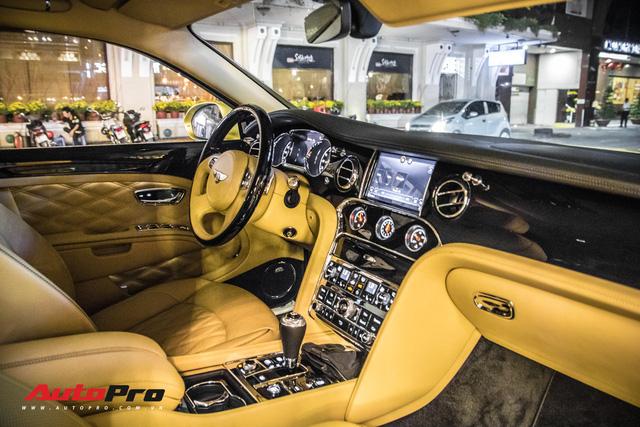 Ông chủ Đại Nam chi hơn 50 tỷ đồng mua Bentley Mulsanne EWB màu siêu độc tặng vợ dịp Tết - Ảnh 14.