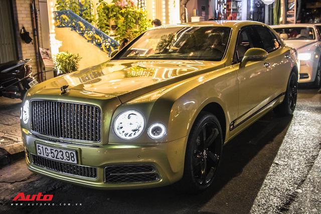 Ông chủ Đại Nam chi hơn 50 tỷ đồng mua Bentley Mulsanne EWB màu siêu độc tặng vợ dịp Tết - Ảnh 16.