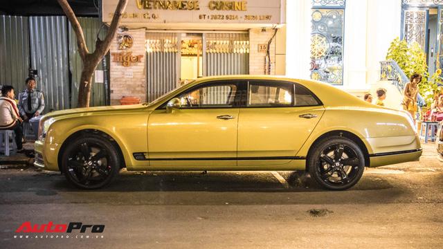 Ông chủ Đại Nam chi hơn 50 tỷ đồng mua Bentley Mulsanne EWB màu siêu độc tặng vợ dịp Tết - Ảnh 6.