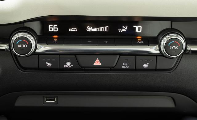 Đánh giá Mazda3 2019: Dễ hiểu vì sao người Việt mong THACO nhập về đến thế - Ảnh 3.