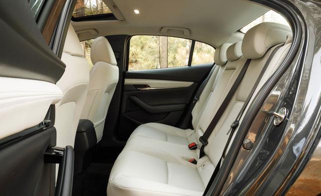 Đánh giá Mazda3 2019: Dễ hiểu vì sao người Việt mong THACO nhập về đến thế - Ảnh 6.