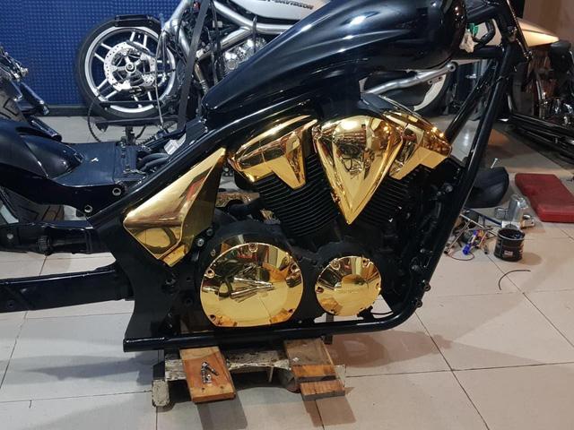 Khoe 3 chiếc mô tô mạ vàng giá gần 10 tỷ đồng, Phúc XO hứa tặng cả 3 nếu ai có chiếc tương tự - Ảnh 9.