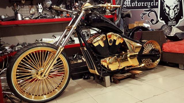 Khoe 3 chiếc mô tô mạ vàng giá gần 10 tỷ đồng, Phúc XO hứa tặng cả 3 nếu ai có chiếc tương tự - Ảnh 7.