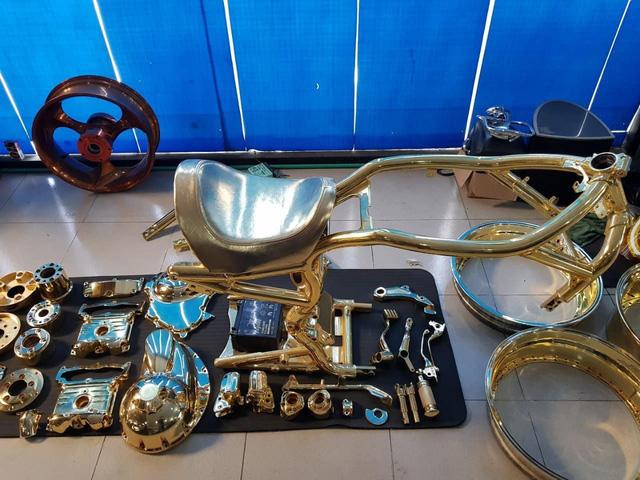 Khoe 3 chiếc mô tô mạ vàng giá gần 10 tỷ đồng, Phúc XO hứa tặng cả 3 nếu ai có chiếc tương tự - Ảnh 6.