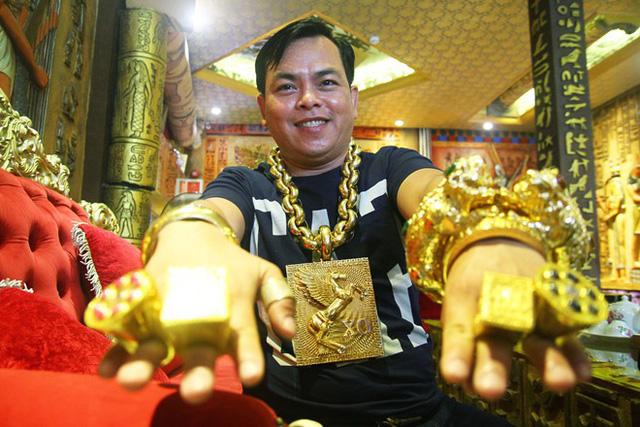 Khoe 3 chiếc mô tô mạ vàng giá gần 10 tỷ đồng, Phúc XO hứa tặng cả 3 nếu ai có chiếc tương tự - Ảnh 11.