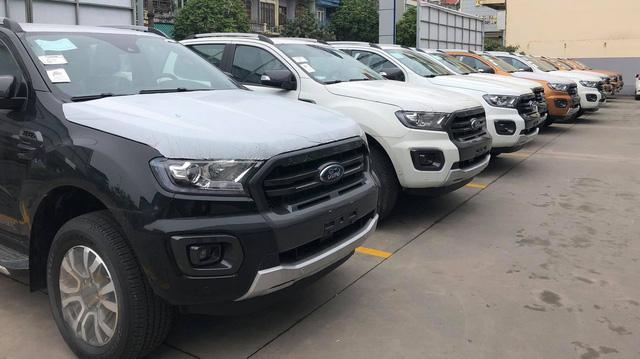 Hàng ngàn xe bán tải nhập về 'né' lệ phí trước bạ tăng