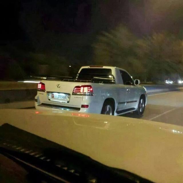 Kỳ lạ chiếc Lexus LX570 bán tải xuất hiện trên phố - Ảnh 4.