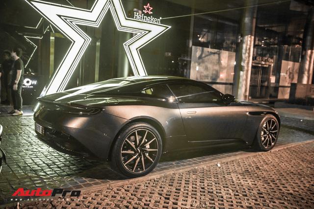 Aston Martin DB11 V8 lại xuất hiện cùng Mercedes-AMG SLS GT Final Edition của nhà chồng Hà Tăng, tuy nhiên lần này lại có sự khác biệt - Ảnh 1.