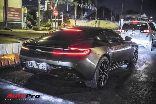 Aston Martin DB11 V8 lại xuất hiện cùng Mercedes-AMG SLS GT Final Edition của nhà chồng Hà Tăng, tuy nhiên lần này lại có sự khác biệt - Ảnh 3.