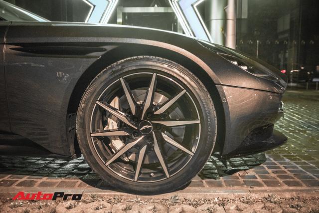 Aston Martin DB11 V8 lại xuất hiện cùng Mercedes-AMG SLS GT Final Edition của nhà chồng Hà Tăng, tuy nhiên lần này lại có sự khác biệt - Ảnh 12.