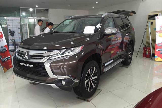 Mitsubishi Pajero Sport giảm giá, cạnh tranh với vua SUV 7 chỗ, đe dọa tân binh Nissan Terra - Ảnh 1.