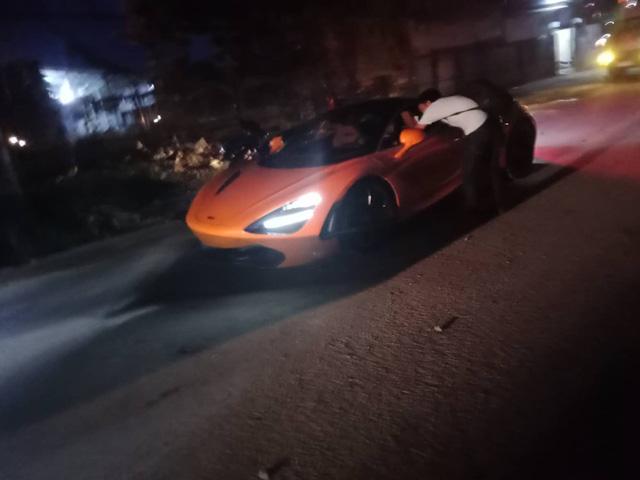 Chiếc McLaren 720S cam độc nhất Việt Nam lăn bánh trên đường nhưng chi tiết xung quanh mới thu hút sự chú ý - Ảnh 2.
