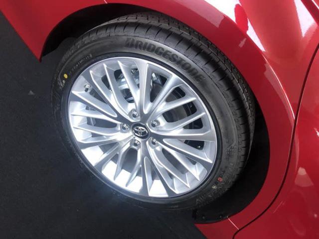 Toyota Camry 2019 lộ diện trong sự kiện nội bộ đại lý: Nhiều trang bị cao cấp hơn trước - Ảnh 4.