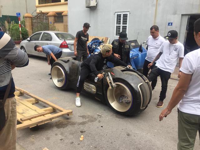 Biker đình đám Hà thành sắm siêu mô tô viễn tưởng Tron Light Cycle đầu tiên Việt Nam - Ảnh 4.