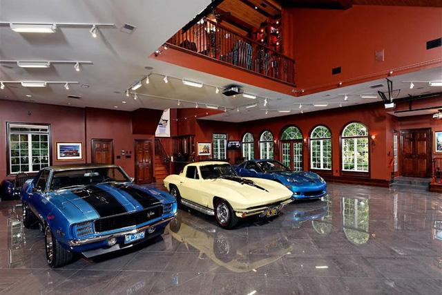 Những căn phòng để xe siêu đắt đỏ của giới nhà giàu - Ảnh 7.