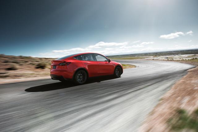 Tesla Model Y chính thức ra mắt: Tham vọng dành khách của Honda CR-V, Hyundai Kona - Ảnh 3.