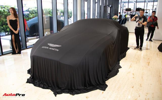Aston Martin khai trương showroom đầu tiên tại Việt Nam, giá bán xe từ 15 tỷ đồng - Ảnh 1.