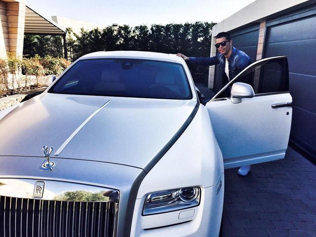 Cristiano Ronaldo khoe Rolls-Royce Cullinan mới sắm, người Việt vẫn ngóng đợi xe về để chiêm ngưỡng - Ảnh 3.
