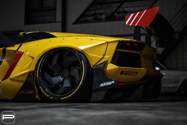 Lamborghini Aventador rực rỡ sắc màu với bản độ Liberty Walk - Ảnh 4.
