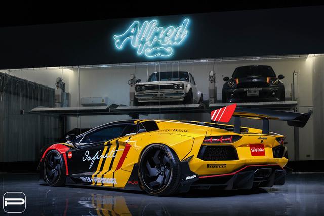 Lamborghini Aventador rực rỡ sắc màu với bản độ Liberty Walk - Ảnh 2.