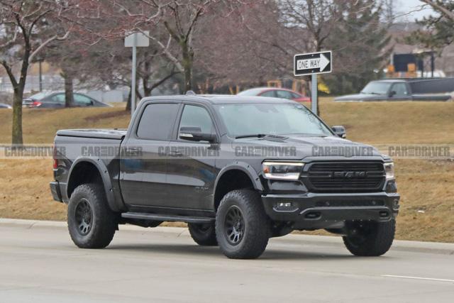 Ford cân nhắc tung siêu Ranger Raptor dùng động cơ Mustang 700 mã lực cạnh tranh các đối thủ mới xuất hiện - Ảnh 1.