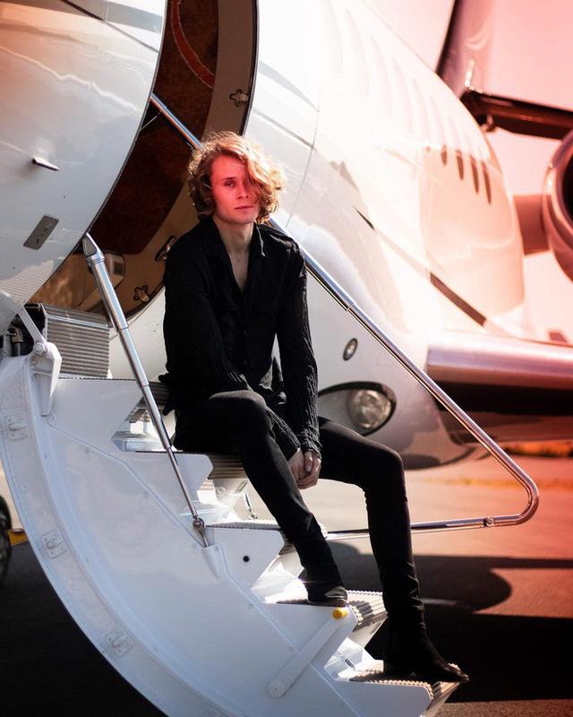 Rich kid 15 tuổi mới biết bố mình là tỷ phú, cuộc sống ngập trong siêu xe và du thuyền - Ảnh 3.