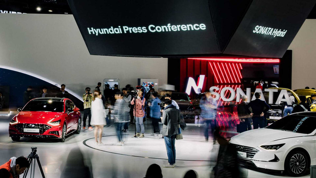 2 phiên bản tăng áp, hybrid của Hyundai Sonata ra mắt tại triển lãm Seoul - Ảnh 1.