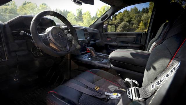 Ram Rebel TRX - Bán tải làm Ford Ranger Raptor phải run sợ rò rỉ những thông tin đầu tiên - Ảnh 6.