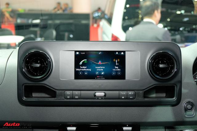 Đánh giá nhanh Mercedes-Benz Sprinter 2019: Sang xịn như E-Class, treo khí nén, giải trí MBUX, giá hơn 2,7 tỷ đồng - Ảnh 10.